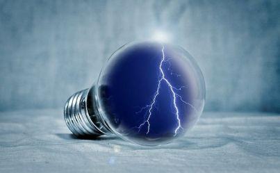 light-bulb-2577139_640