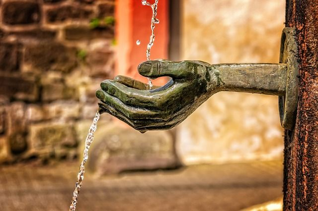 Hands fountain